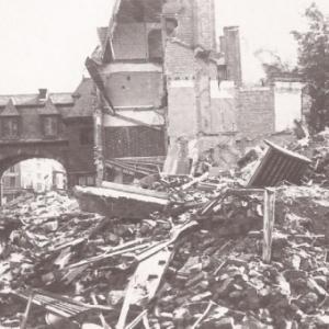 """18 aout 1944, face au Beffroi (c) """"Photo Piron"""""""