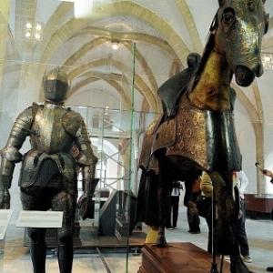 """Au 1er etage, l armure et le cheval naturalise de l Archiduc Albert (1559-1621)  (c) """"Le Soir""""/2008"""