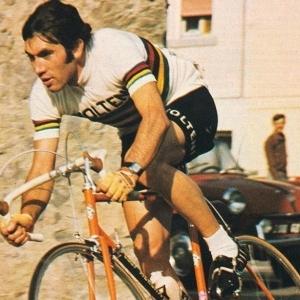 4 fois Champion du Monde sur route (amateur, en 1964 / professionnel, en 1967, 1971 et 1974)