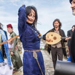 """Les artistes de """"Refugees for Refugees"""", animant la Soiree d Ouverture"""