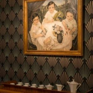 """Dans la Salle a manger, """"Portrait des Enfants de Y. Peters"""", de Rodolphe Strebelle (c) Lola Pertsowsky"""