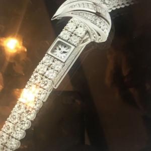 Bracelet-montre, en platine, incruste de diamants (c) Laurence Fayolle