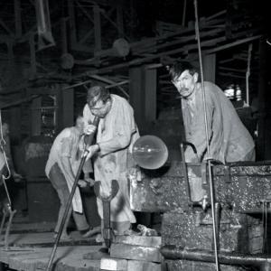 """""""Le Travail du Verre : La Fabrication du Verre a Vitres, a Jumet"""" (19'30)"""