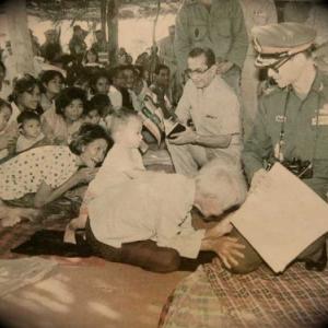 Rama IX dans un Village du Nord