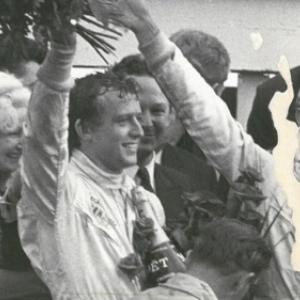"""1969, 1er succes au Mans, sur une """"Ford GT 40"""", avec Jackie Oliver (Keith Jack Oliver) (c) """"Le Soir"""""""