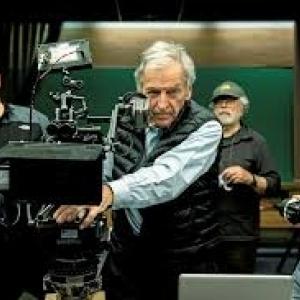 EN 2019, lors du tournage de son 19è film, le 1er tourné en Grèce, « Adults in the Room »
