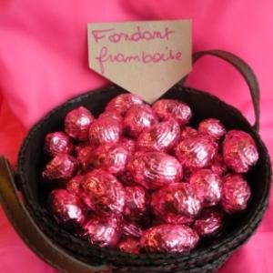 Oeufs de Paques au chocolat fondant framboise