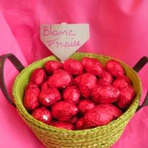 Oeufs de Paques au chocolat blanc fraise