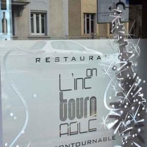 peinture de NOEL en noir et blanc pour restaurant gastronomique chic