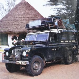 Marcel Thonnon en Mauritanie en 1980 filme à travers les déserts