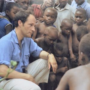 Marcel Thonnon en Afrique avec les Pygmées de l'Ituri en 1971