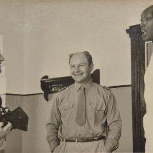Marcel Thonnon avec le Mwami du Rwanda en 1964 pour faire 5 films pour le gouvernement Belge