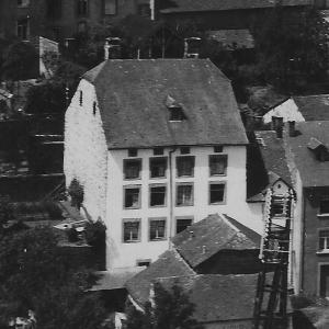 la gendarmerie ?? Le gros immeuble blanc dans la Cheravoie, avant la guerre