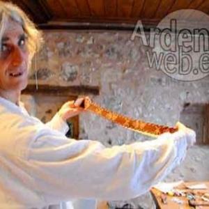 Gaston Sonck travaille le cuir en Alsace-video