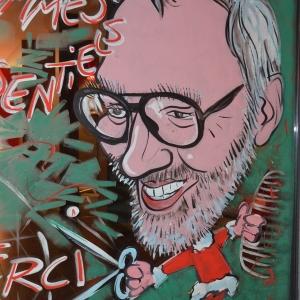 caricature de Serge Metzmacher sur ses vitrines peintes pour NOEL par Jean-Marie Lesage