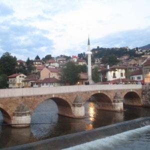 Sarajevo Le pont latin sur lequelles deux jeunes gens furent abattus par un snipper