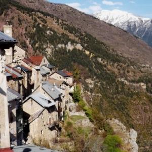 Le village de Roubion ( photo F. Detry )
