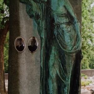 13) La délicate pleureuse du sculpteur-bronzier Sylvain Norga  (Photo F. Detry )