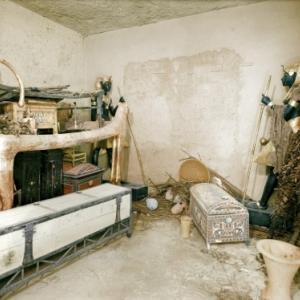 Au Ministere des antiquites egyptiennes