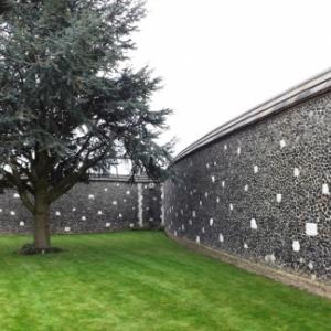"""Le mur du cimetiere de Passendaele  """" Le Tyne Cot """""""