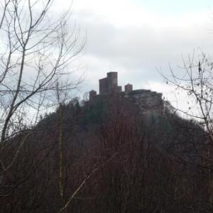 Le Trifels et son chateau dans lequel Richard coeur de Lion fut emprisonne.