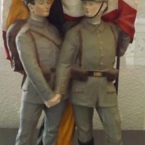 Statuette representant l' alliance allemande et austro-hongroise ( decouverte recente a Malmedy )