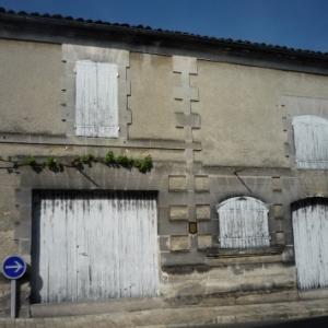 Emplacement du premier temple protestant construit a la place d'une ancienne grange appartenant au prieure. Agrandi en 1589, il fut reconstruit en 1603