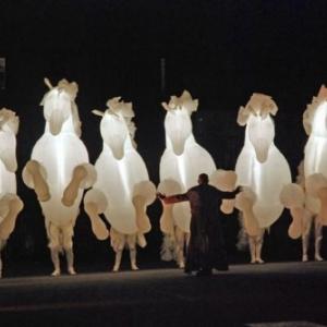Cie Des Quidams (Fr) - Fiers a cheval