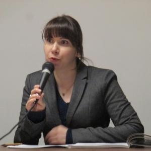 Mme Klumpp, commissaire de l exposition.