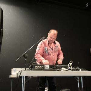 Le DJ avait ete aussi importe ( Photo de Ch. Marechal )