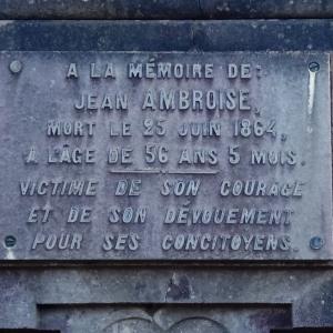 38) L'obélisque de Jean Ambroise ( Photo F. Detry )