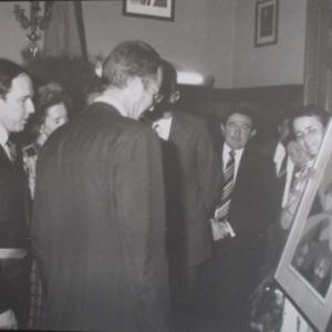 Le Roi Baudouin et la Reine Fabiola reçoivent une oeuvre de Henri WEY lors de leur visite a Malmedy