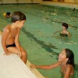 La piscine interieure  du complexe