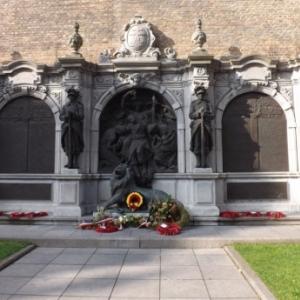 Un des nombreux memoriaux de la ville