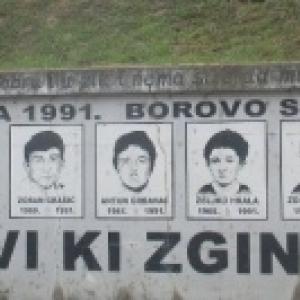 Vinkovci : representation des jeunes du village abattus par les troupes serbes