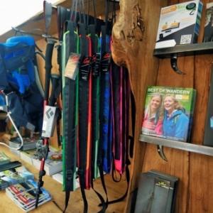Les équipements de randonnée de haute qualité sont proposés en prêts gratuits  à Malmedy (Photo©eastbelgium.com)