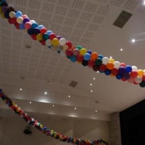"Ambiance festive dans la salle ""La Fraternite"""