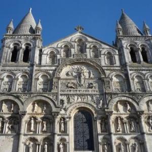 Facade de la Cathedrale ( 12eme siecle )