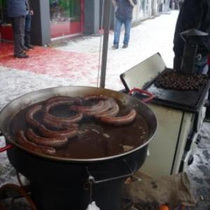 Saucisse chaude en attente de clients