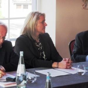 M. Bernard Portois, Mme Virginie Keifens, presidente, M. Manfred Dahmen