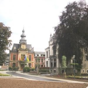 L'hotel de ville ( voir 1 )