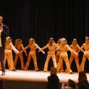"""Danses par les jeunes du """" Sart Swing """" presentees par leur Directeur, Eric CROCHE"""