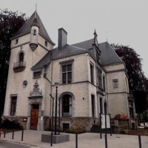 La villa Lang ( façade ) ( Voir 2 )