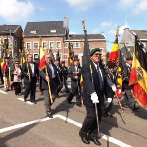 L' arrivee des drapeaux