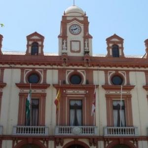 AW 020002 Almeria : La Mairie ( = l'Ayuntamiento ) sur la Plaza de la Constitucion. Sa devise : MUY NOBLE, MUY LEAL Y DECIDIDA POR LA LIBERTAD, CIUDAD DE ALMERIA ( Tres noble, tres loyale et amie de la Liberte, cite d'Almeria )