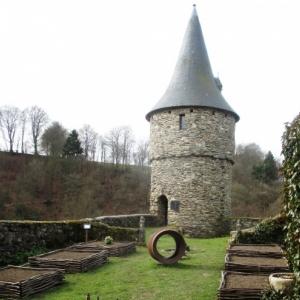 Le jardin et la tour Salamandre ( futur gite )