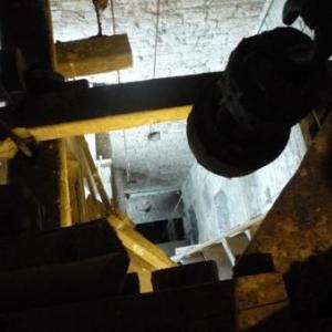 Les cables sur toute la hauteur de la tour