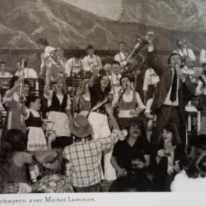 10. M. Lemaire au milieu des musiciens