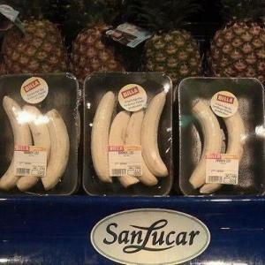 Emballage stupide : Grâce au plastique, les bananes restent fraiches (un peu comme si elles avaient une peau finalement)