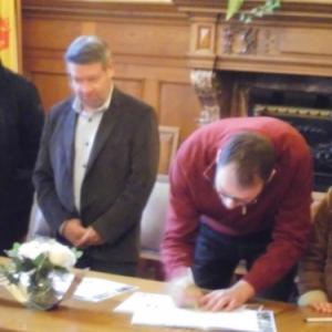 Signature de la Charte par le Bourgmestre